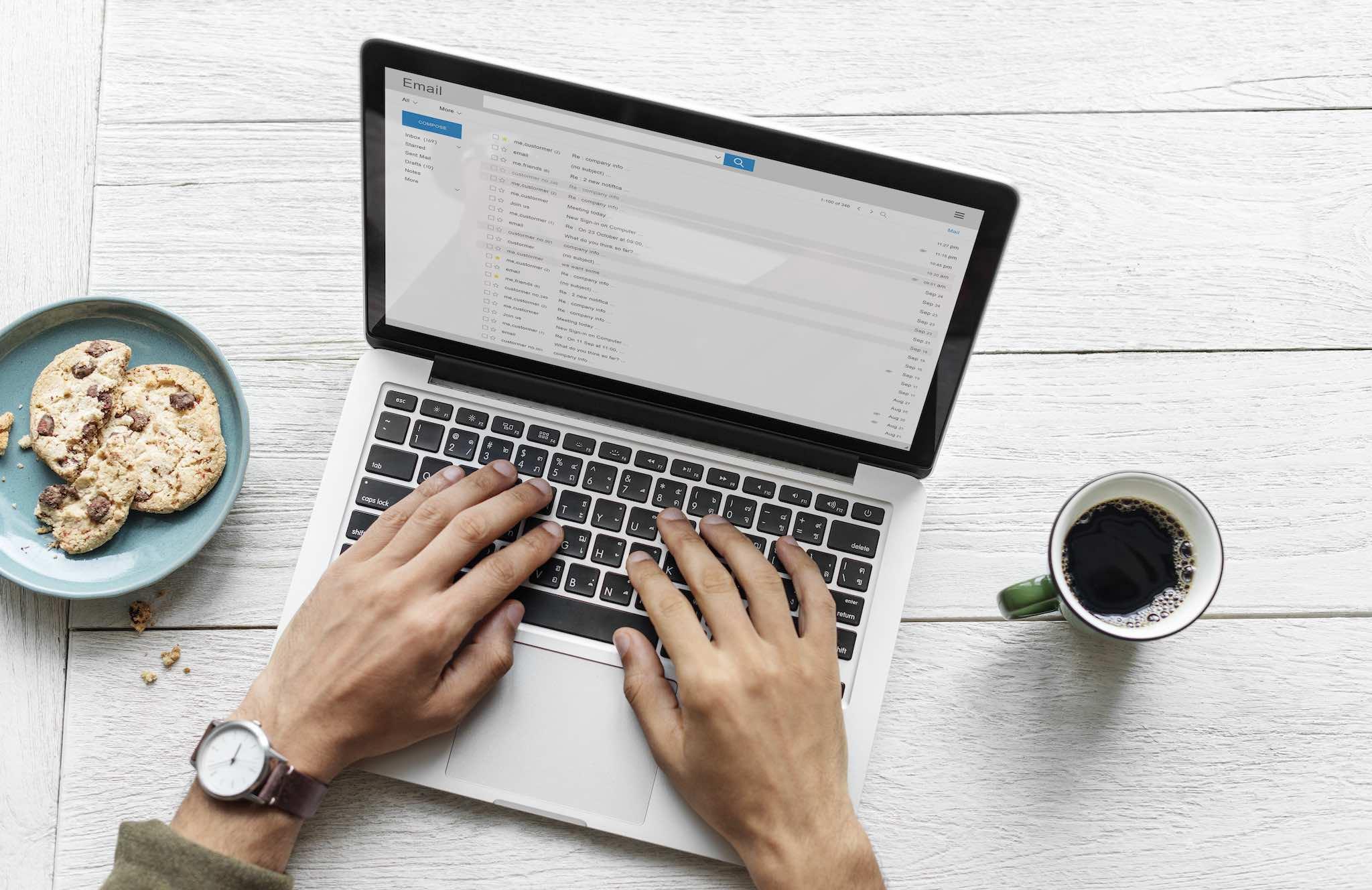 Необходимо е да настроите своята любима имейл програма, използвайки информацията на имейл сървъра, преди да може да я ползвате пълноценно.